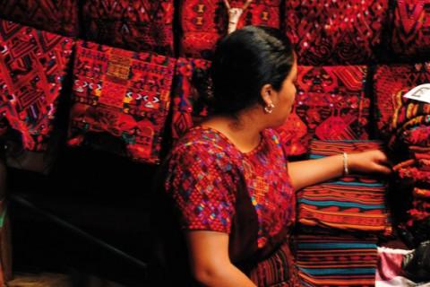 Al mercato di Chichicastenango tessuti