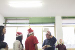 20 dicembre 2016, Aperitivo di Natale organizzato dai ragazzi della scuola della seconda opportunità I CARE di Milano della Fondazione Sicomoro per l'Istruzione ONLUS. Padre Eugenio Brambilla consegna i regali di Natale ai ragazzi.