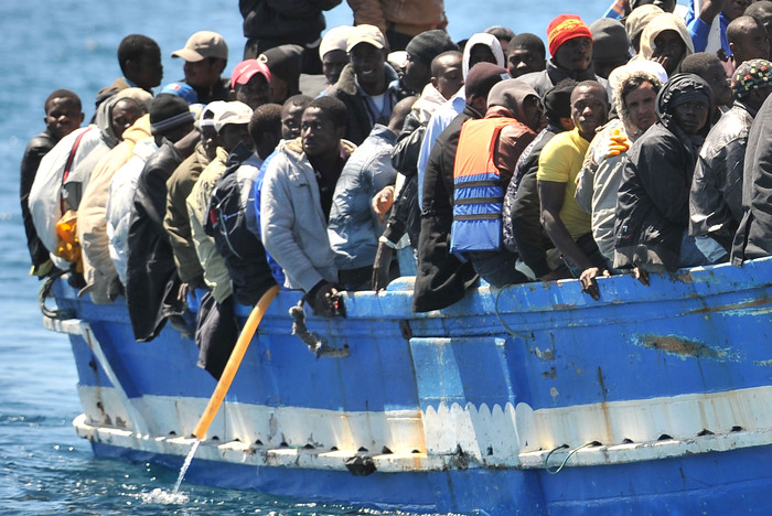, Migranti, nuove vie per la solidarietà: tassiamo dello 0,05 le transazioni finanziarie
