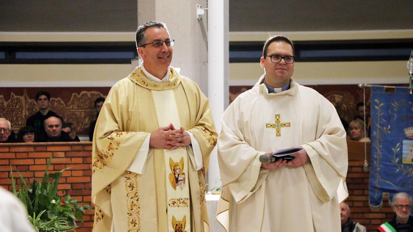 don Davide Milanesi (sinistra) e don Davide Brambilla