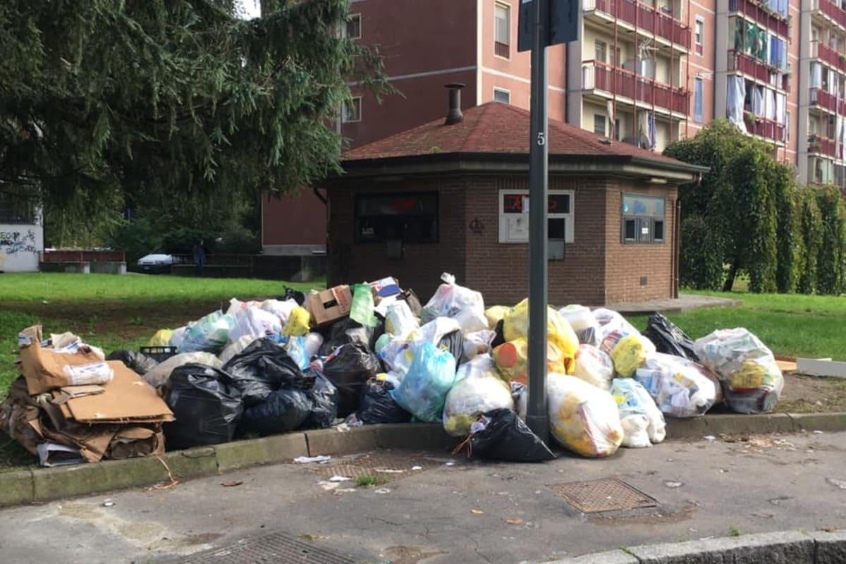 """rifiuti, """"Basta rifiuti sulla strada"""", Gratosoglio chiede fatti: pronto un esposto. Aler promette spazi provvisori dedicati"""