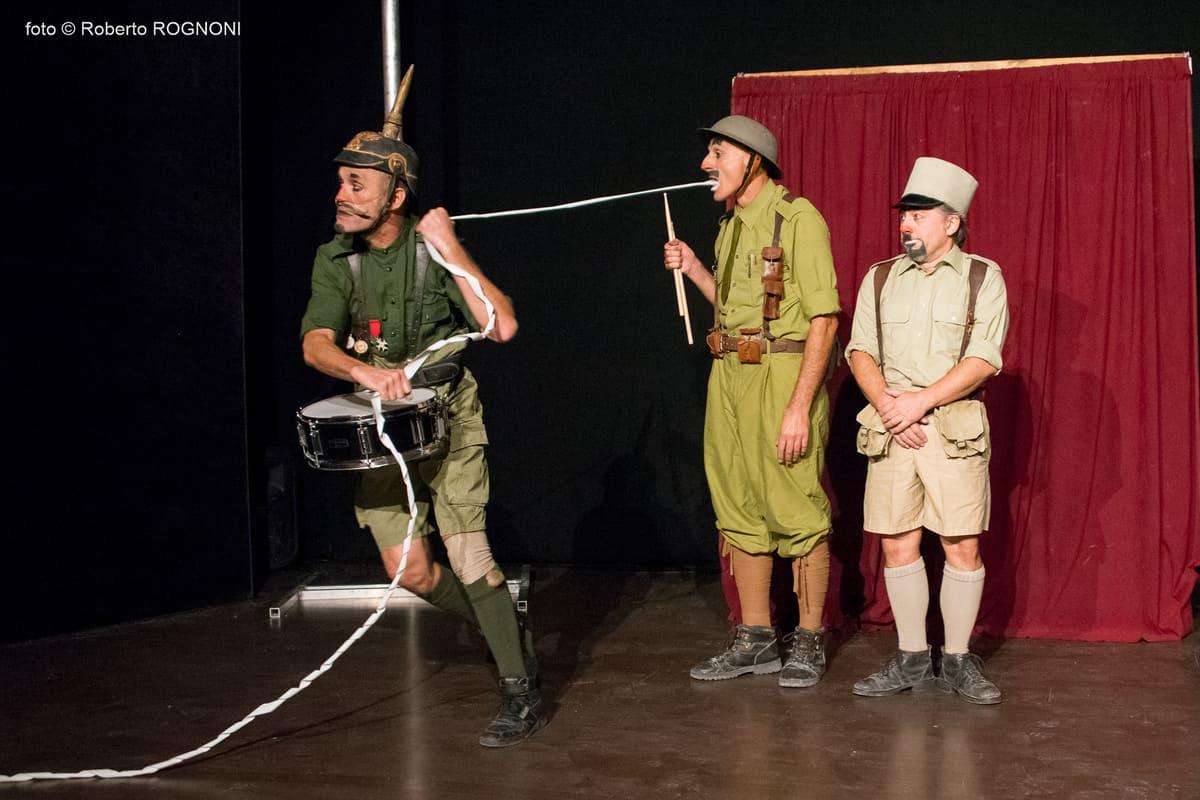 """, """"Operativi"""" per ridere della stupidità della guerra, il 22 febbraio alla Piccola Scuola di Circo"""
