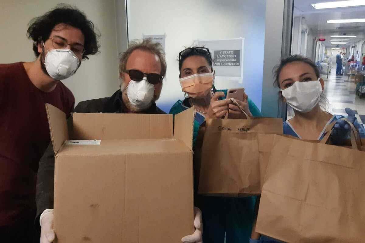 , Volontariamente va oltre il Coronavirus: partiti in taxi e auto a noleggio i pacchi di alimenti e farmaci